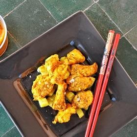 Blanc de poulet et concombre au curcuma et à l'orange
