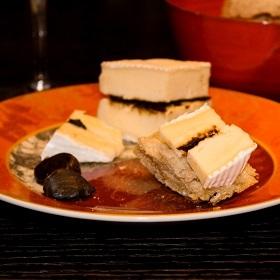 Brie de Meaux à l'ail noir confit de Corée